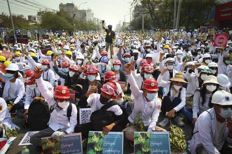 Myanmar trải qua ngày đẫm máu nhất ảnh 4