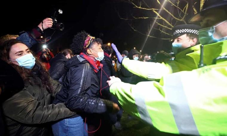Cảnh sát London đụng độ với người biểu tình ảnh 2