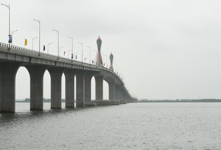 Thông xe cầu Cửa Hội nối Nghệ An – Hà Tĩnh ảnh 1