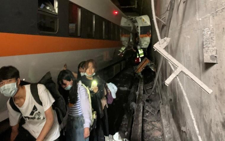 Tai nạn tàu hỏa Đài Loan: 'Tôi không dám nhìn xung quanh' ảnh 2