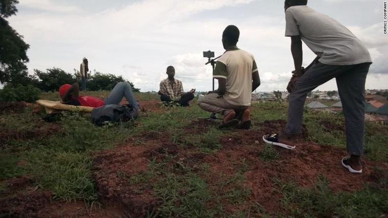 'The Critics Company'– sản xuất phim khoa học viễn tưởng bằng điện thoại ảnh 2