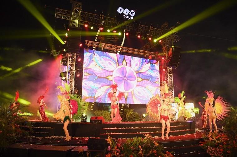 Đêm nghệ thuật khai mạc lễ hội hoa FLC Sầm Sơn thu hút hàng vạn du khách ảnh 1