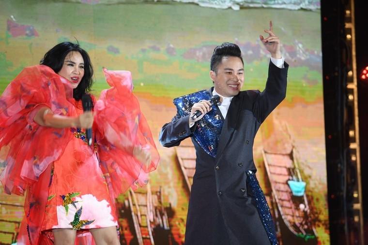 Đêm nghệ thuật khai mạc lễ hội hoa FLC Sầm Sơn thu hút hàng vạn du khách ảnh 4