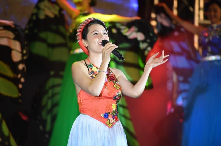 Đêm nghệ thuật khai mạc lễ hội hoa FLC Sầm Sơn thu hút hàng vạn du khách ảnh 5