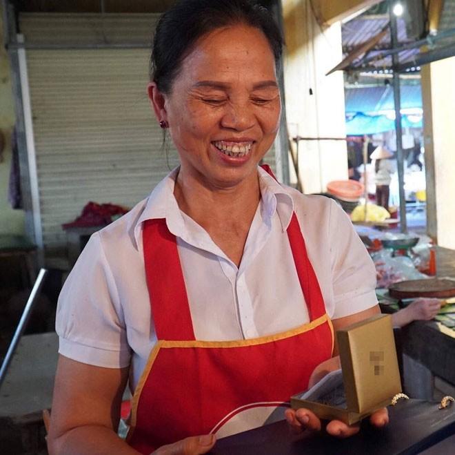 Trung vệ U23 Bùi Tiến Dũng gửi món quà bất ngờ tặng mẹ nhân ngày 8/3 ảnh 1