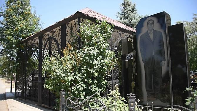 Những ngôi mộ nguy nga tráng lệ của trùm mafia Nga? ảnh 2