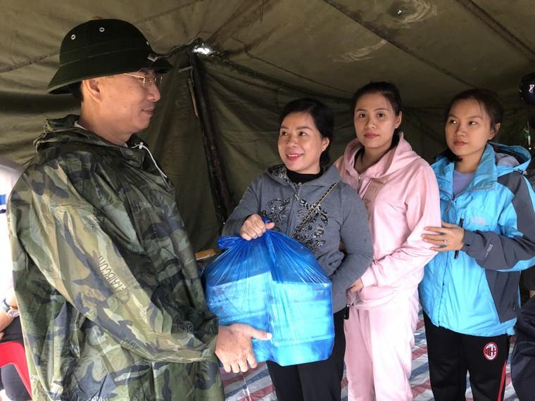 Quảng Bình: Trường học giúp nhau khắc phục hậu quả lũ lụt ảnh 2