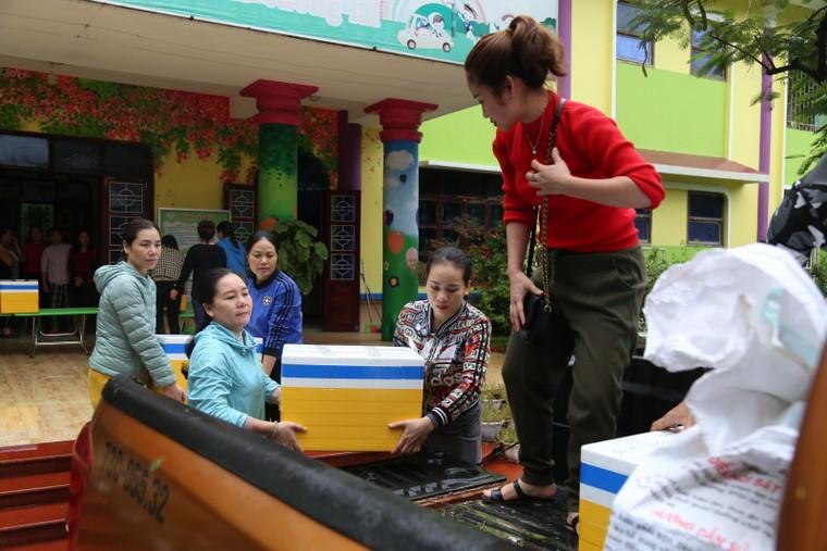 Quảng Bình: Trường học giúp nhau khắc phục hậu quả lũ lụt ảnh 1