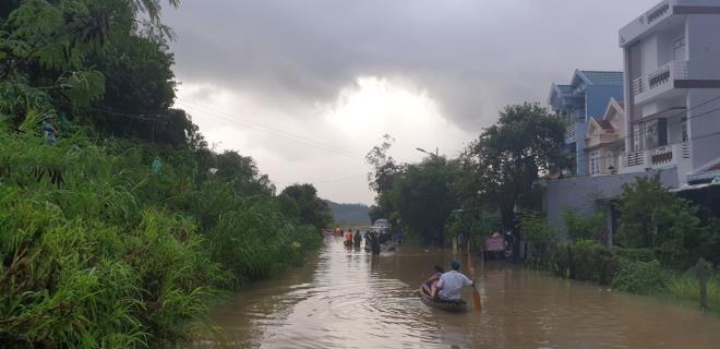 Phú Yên: Hàng nghìn ngôi nhà chìm trong biển nước sau bão số 12 - 5