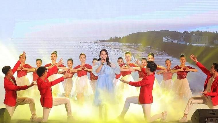 Sau Sầm Sơn, dân tình rần rần chuẩn bị 'quẩy' cùng lễ hội hoa, đêm nhạc cực đỉnh ở Hạ Long ảnh 2