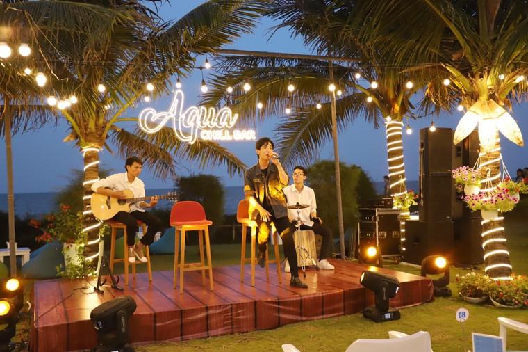 Cận cảnh quán bar biển lộng gió vừa ra mắt tại Sầm Sơn, Quy Nhơn ảnh 4