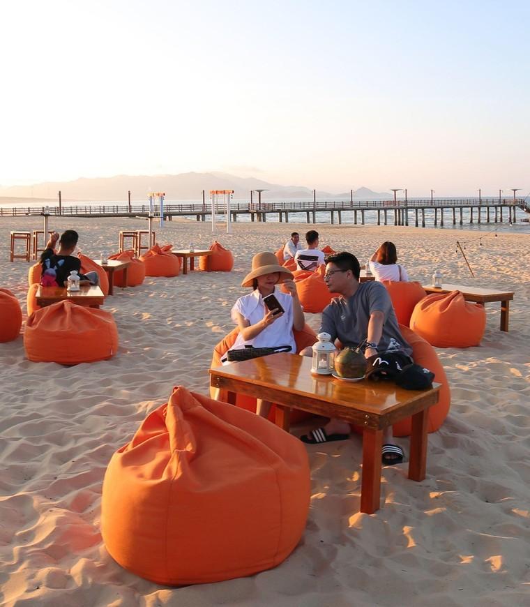 Cận cảnh quán bar biển lộng gió vừa ra mắt tại Sầm Sơn, Quy Nhơn ảnh 7