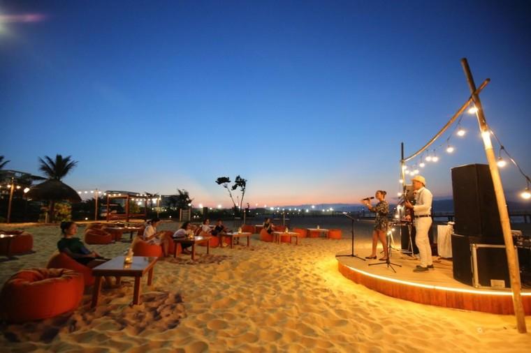Cận cảnh quán bar biển lộng gió vừa ra mắt tại Sầm Sơn, Quy Nhơn ảnh 8