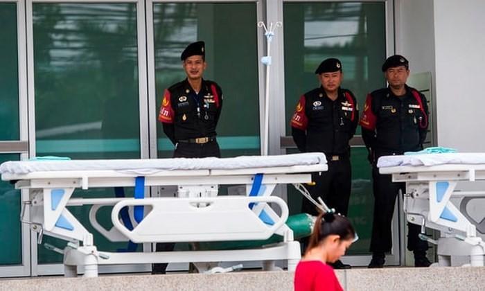 Các thành viên đội bóng Thái Lan sẽ phải nằm viện điều trị một tuần ảnh 1