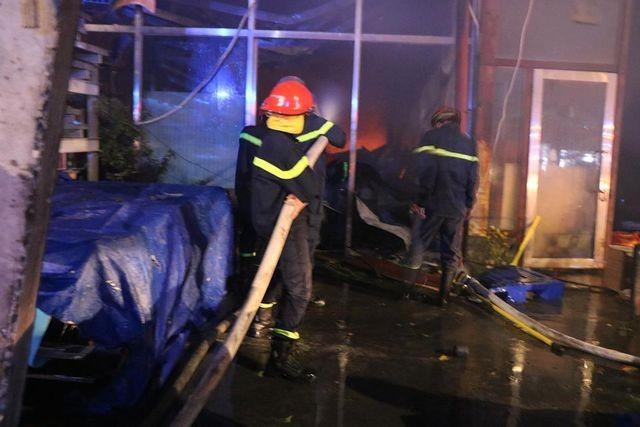 4 căn nhà cháy dữ dội, người dân ôm tài sản tháo chạy ngày thần tài ảnh 3