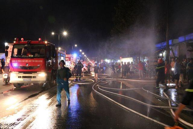 4 căn nhà cháy dữ dội, người dân ôm tài sản tháo chạy ngày thần tài ảnh 2