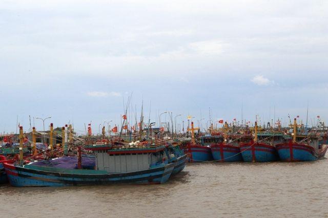 Bố trí tàu, ôtô và huy động hàng trăm chiến sĩ sẵn sàng ứng phó bão số 3 ảnh 1