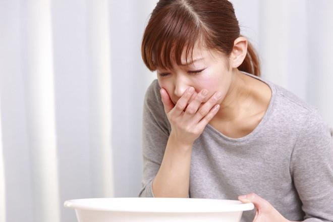 Tại sao có người chóng mặt, buồn nôn sau khi ăn mì chính?