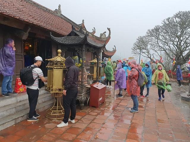 Đối phó với Covid-19, Quảng Ninh tạm dừng đón khách du lịch ảnh 2