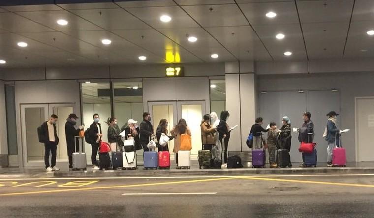 Sân bay Vân Đồn đón 158 người Việt từ châu Âu về nước ảnh 3