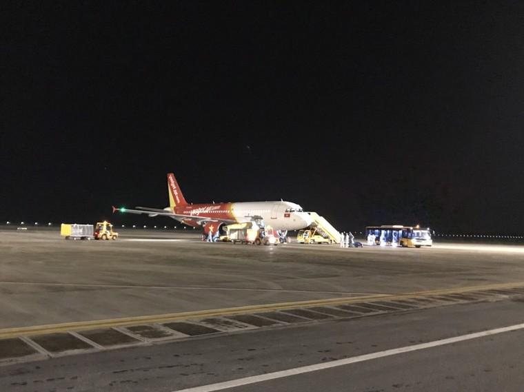 Đón thêm người Việt hồi hương, sân bay Vân Đồn thực hiện nghiêm ngặt quy định phòng dịch ảnh 1