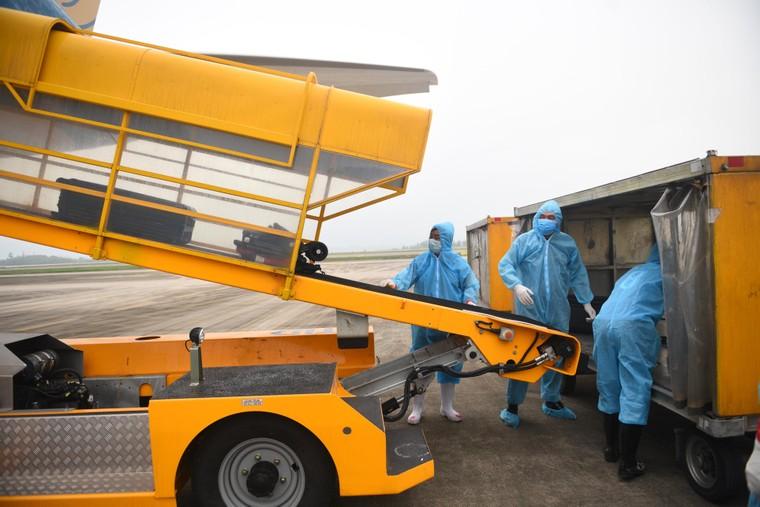 Sân bay Vân Đồn đón thêm hơn 500 người Việt trở về từ vùng dịch theo quy trình đặc biệt ảnh 4