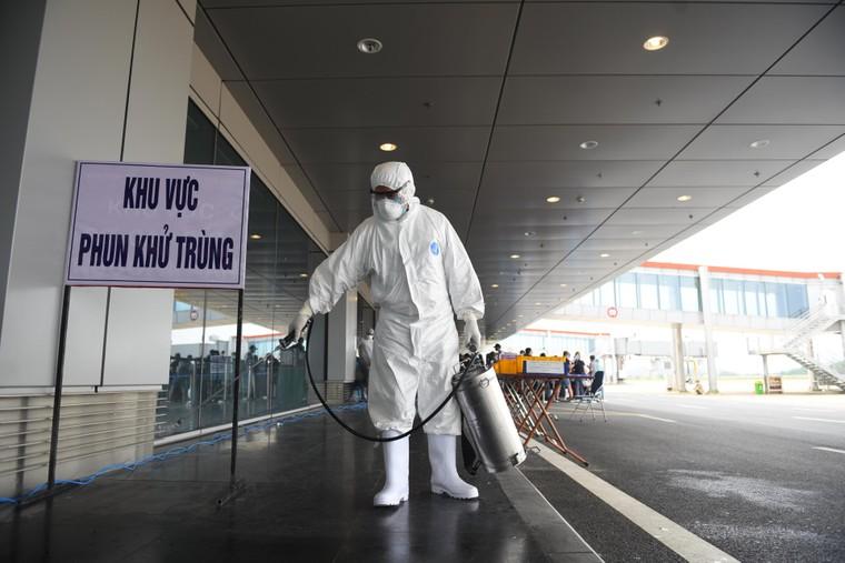 Sân bay Vân Đồn đón thêm hơn 500 người Việt trở về từ vùng dịch theo quy trình đặc biệt ảnh 2