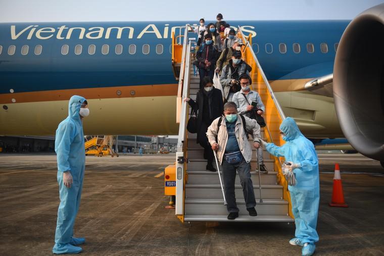Sân bay Vân Đồn đón thêm hơn 500 người Việt trở về từ vùng dịch theo quy trình đặc biệt ảnh 3