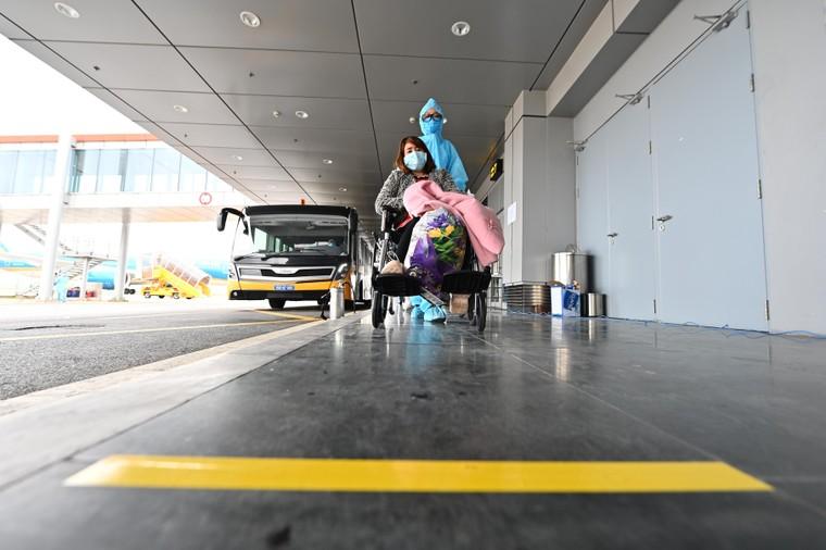 Đón chuyến bay từ vùng dịch: Sân bay Vân Đồn áp dụng quy trình mới ảnh 3