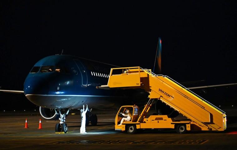 Đón chuyến bay giải cứu và những đóng góp thầm lặng của sân bay Vân Đồn ảnh 2