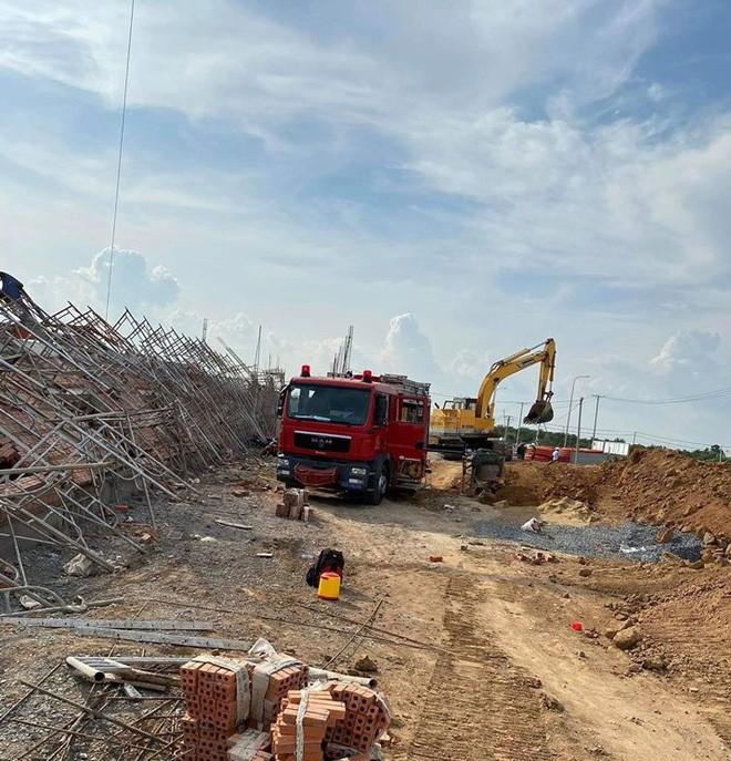 10 người chết, nhiều người bị chôn vùi do sập tường đang xây ở Đồng Nai ảnh 4