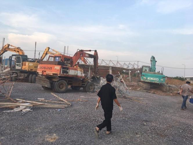 10 người chết, nhiều người bị chôn vùi do sập tường đang xây ở Đồng Nai ảnh 2