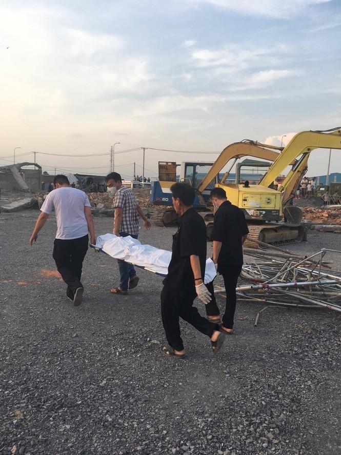 10 người chết, nhiều người bị chôn vùi do sập tường đang xây ở Đồng Nai ảnh 3