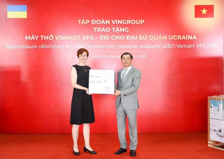 Vingroup trao tặng 1.000 máy thở cho Nga, Ucraina và Singapore ảnh 2