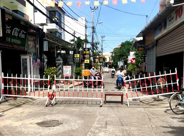 Quảng Nam phong tỏa khu dân cư vì nguy cơ lây nhiễm Covid-19 cao ảnh 1