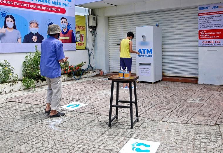 Sau 'ATM gạo', 'ATM khẩu trang miễn phí' xuất hiện tại TP.HCM ảnh 3