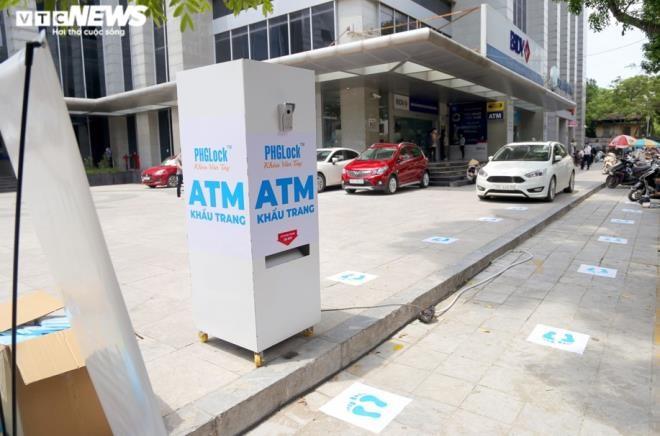 Cây 'ATM khẩu trang' miễn phí giúp người Hà Nội chống COVID-19 ảnh 1