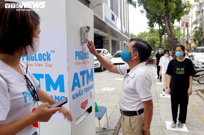 Cây 'ATM khẩu trang' miễn phí giúp người Hà Nội chống COVID-19 ảnh 2