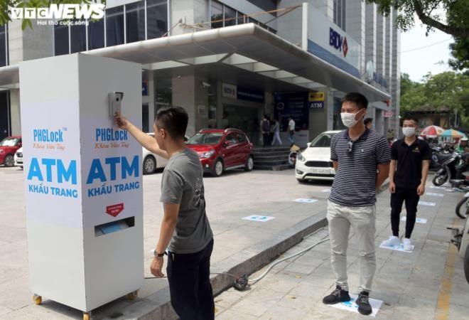 Cây 'ATM khẩu trang' miễn phí giúp người Hà Nội chống COVID-19 ảnh 4