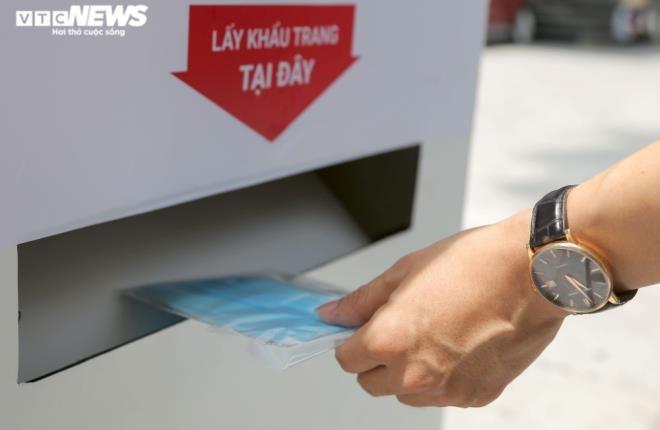 Cây 'ATM khẩu trang' miễn phí giúp người Hà Nội chống COVID-19 ảnh 6