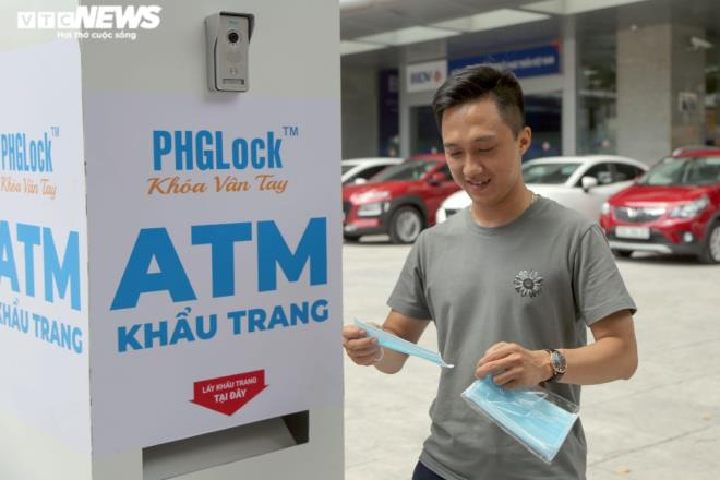 Cây 'ATM khẩu trang' miễn phí giúp người Hà Nội chống COVID-19 ảnh 7