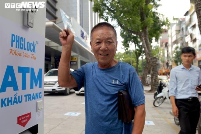 Cây 'ATM khẩu trang' miễn phí giúp người Hà Nội chống COVID-19 ảnh 8