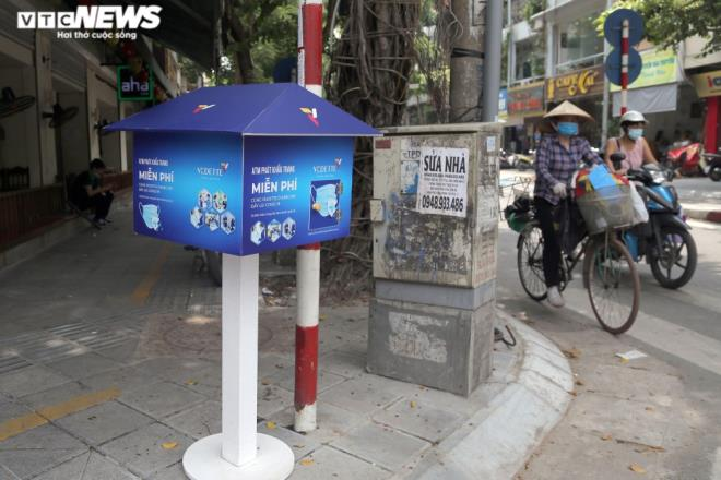 Cây 'ATM khẩu trang' miễn phí giúp người Hà Nội chống COVID-19 ảnh 9