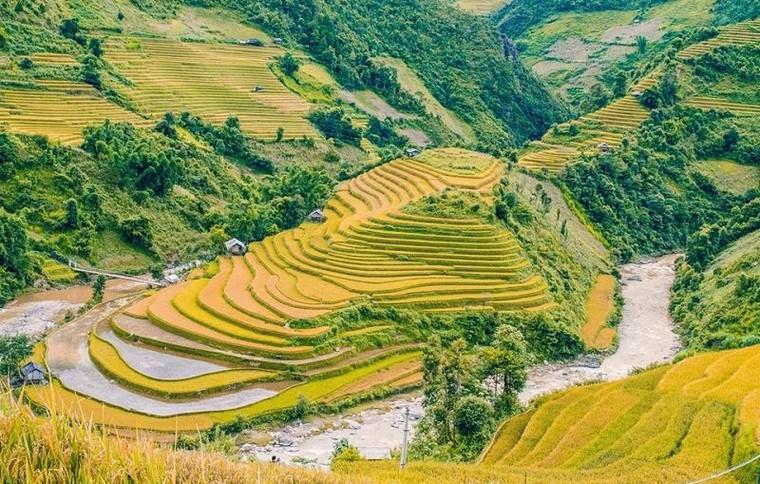 Huyện Mù Cang Chải nằm về phía nào của tỉnh Yên Bái?