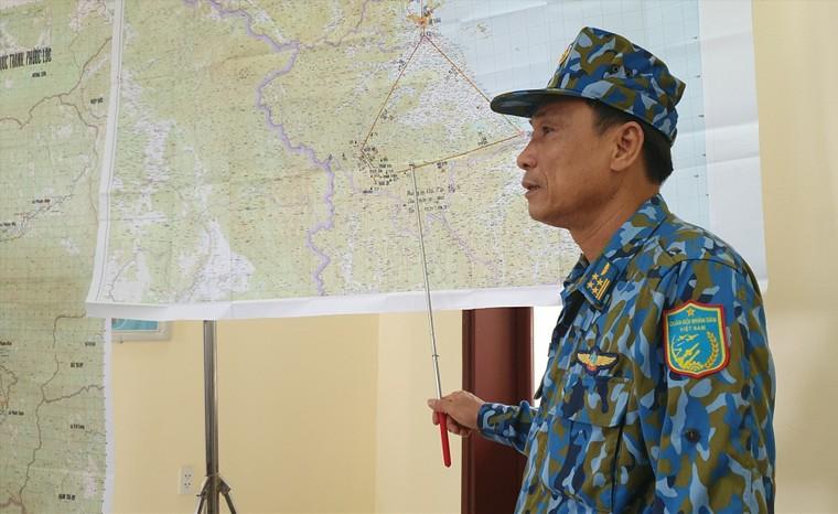 Vụ sạt lở ở Phước Sơn: Băng rừng cõng hàng tiếp tế ảnh 1