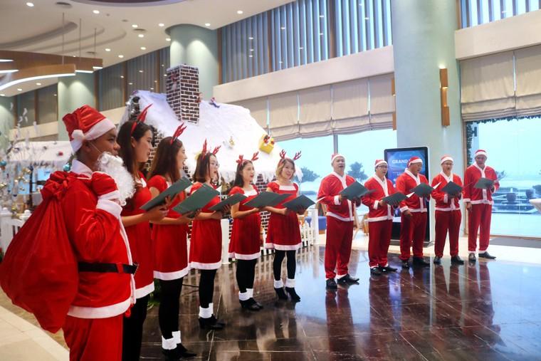 Trầm trồ với xứ sở Giáng Sinh đẹp tựa trời Âu tại các khu nghỉ dưỡng FLC ảnh 2