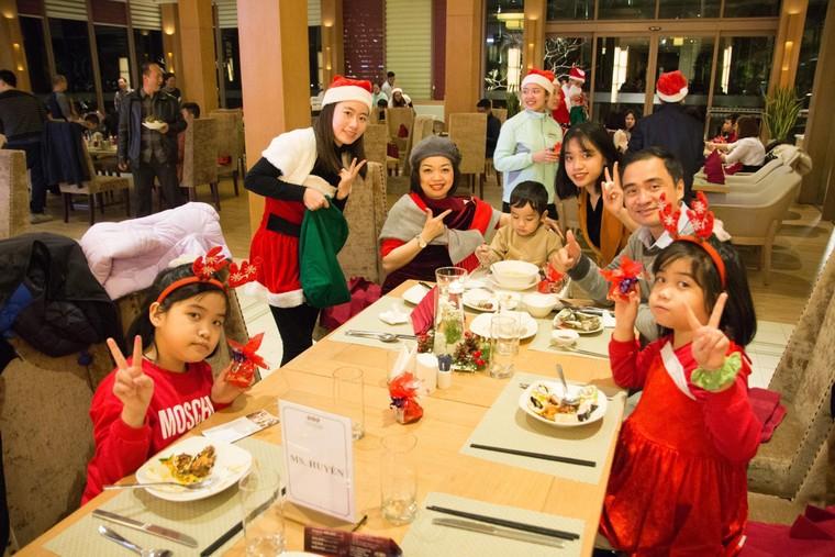 Trầm trồ với xứ sở Giáng Sinh đẹp tựa trời Âu tại các khu nghỉ dưỡng FLC ảnh 6