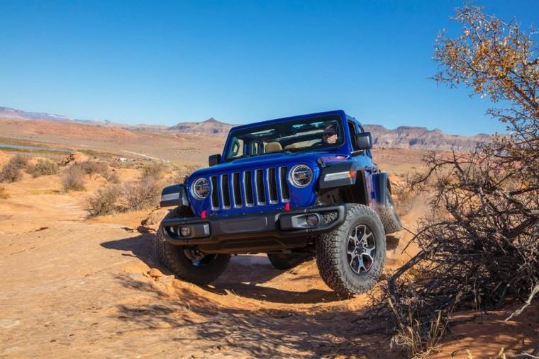 Jeep Wrangler mới bị lật trong bài thử nghiệm va chạm ảnh 1