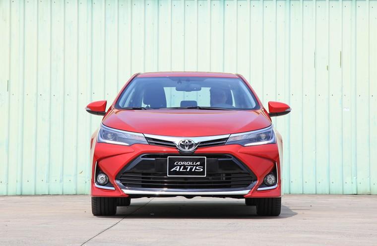 Toyota Corolla Altis 2020 - tăng trang bị, giảm giá bán ảnh 1