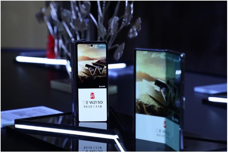 Samsung Galaxy W21 5G phiên bản tinh chỉnh của Galaxy Fold 2 giá bán gần 70 triệu đồng ảnh 2